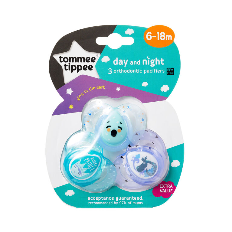 Tommee Tippee Day & Night Pacifier 3-Pack, 6-18 Months - English Edition