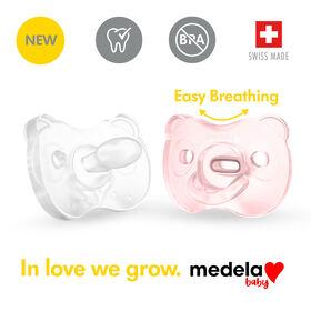 La nouvelle Sucette une pièce SILICONE SOUPLE Medela Baby est conçue pour soutenir la succion naturelle de bébé, sans BPA, légère et orthodontique. 0-6 mo Fille