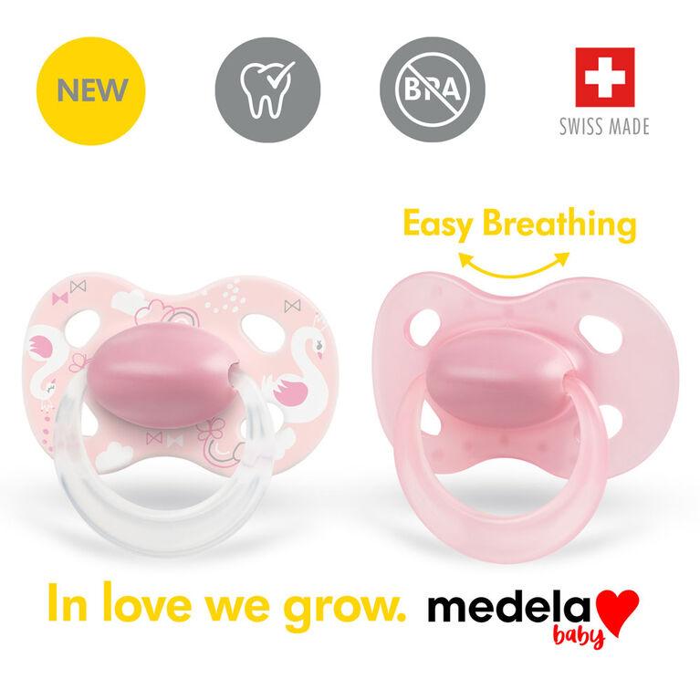 La nouvelle sucette ORIGINALE Medela Baby est parfaite pour un usage quotidien, sans BPA, légère et orthodontique - Sucette pour bébé 0-6 mo Fille