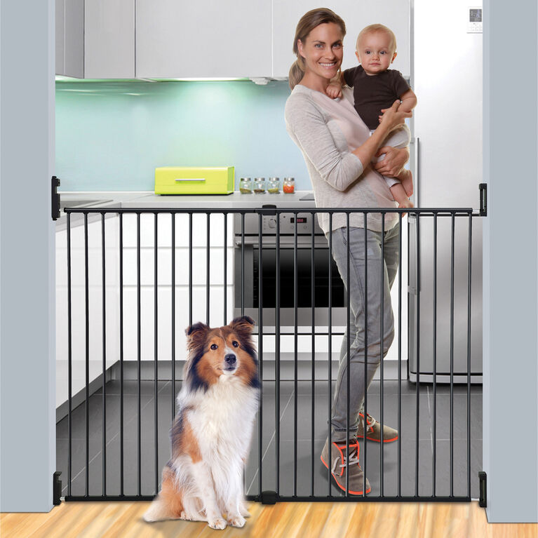 Dreambaby Broadway Xtra-Wide & Xtra-Tall Gro-Gate - Black
