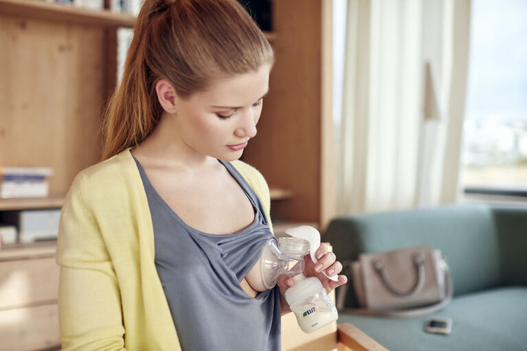Philips Avent Manual Breast Pump & Store Set - R Exclusive