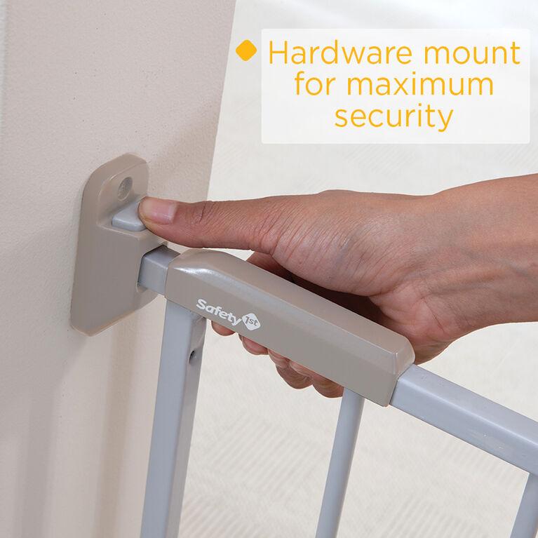Safety 1st Barrière coulissante en métal large et robuste.