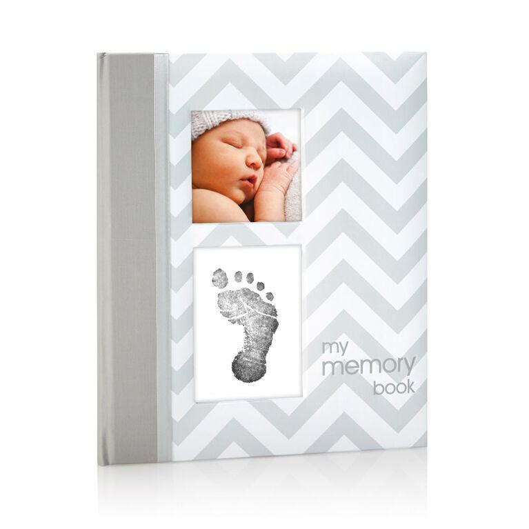 Livre de bébé gris en chevrons Pearhead. - Édition anglaise