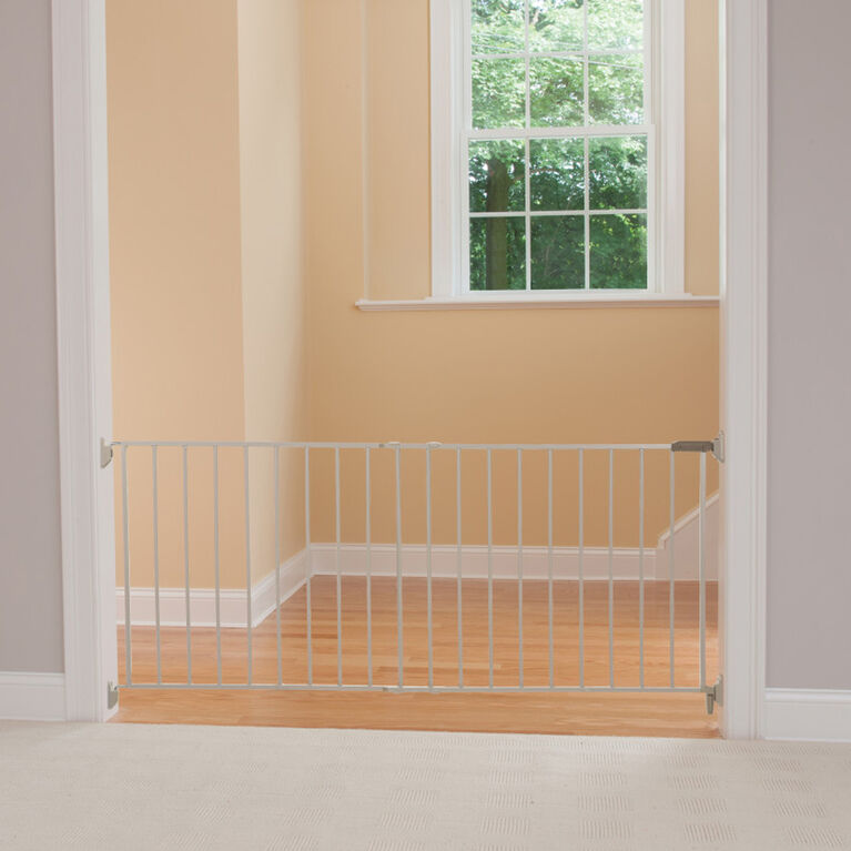 Safety 1st Wide and Sturdy Sliding Metal Gate