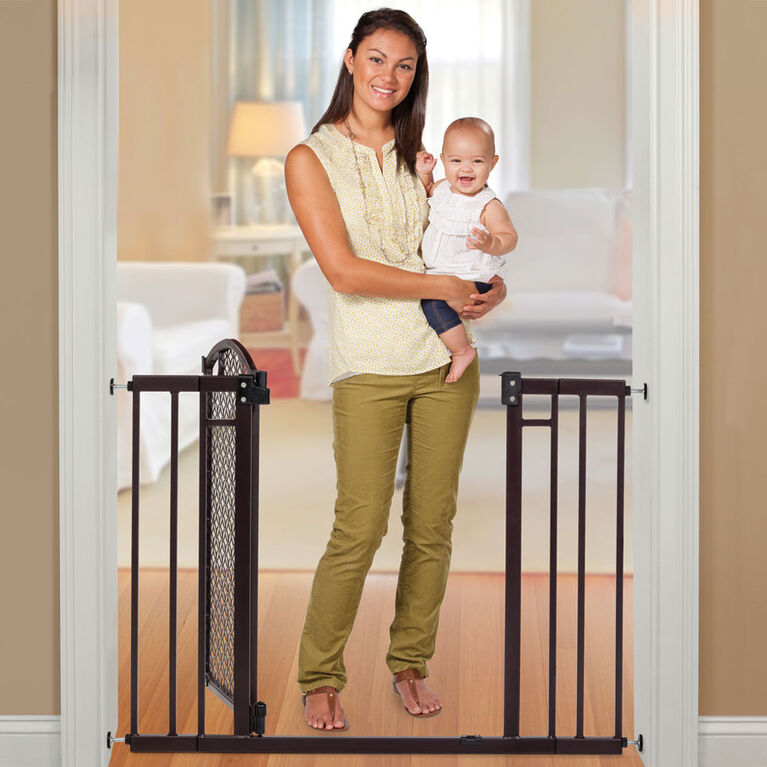 Summer Infant Modern Home Decorative Walk Thru Gate