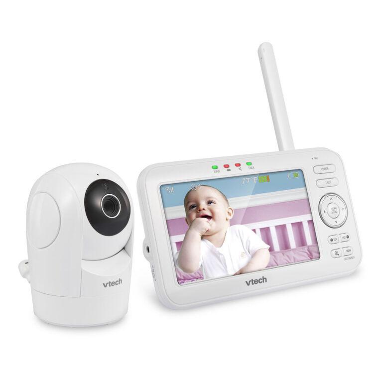 Le moniteur de bébé de 5 po couleur avec 2 caméras à panoramique, inclinaison et zoom, et vision nocturne automatique, blanc modèle VM5262-2 de VTech.