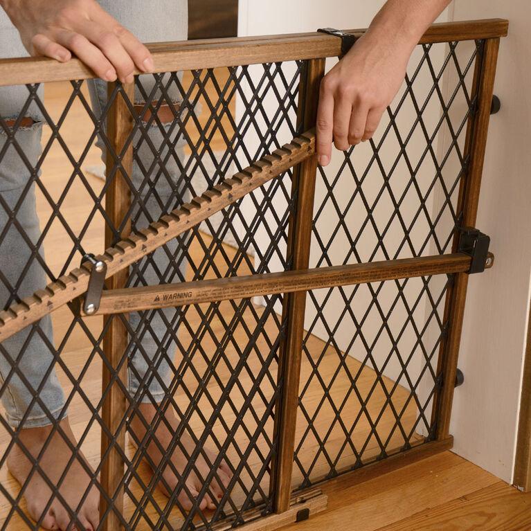 Barrière haute à pression Position & Lock, Collection Farmhouse Evenflo.